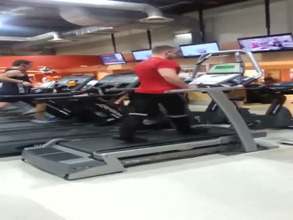 Gym Employee Kills Dance Routine On Treadmill To Michael Jackson