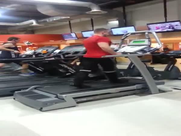 Gym Employee Kills Dance Routine On Treadmill To Michael Jackson
