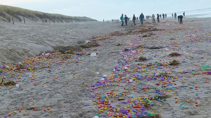 Children On North Sea Island Delighted By Flood Of Plastic Eggs (9 pics)