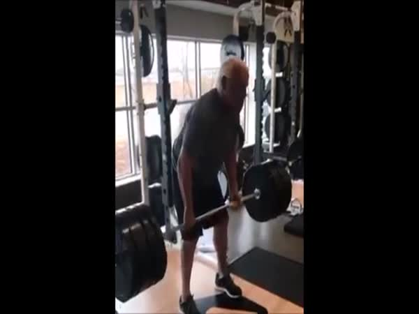 Ric Flair Deadlifts 400 Pounds