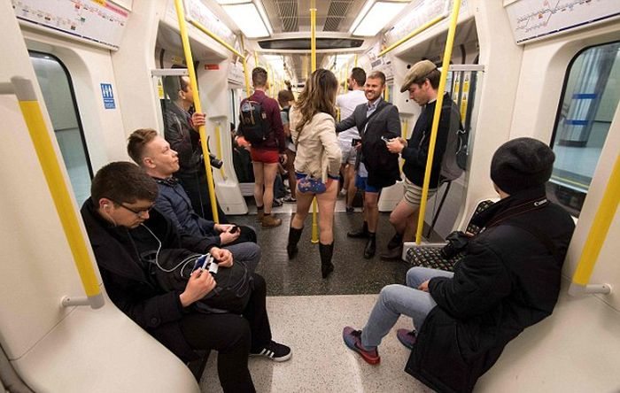 Subway Riders Around The World Enjoy No Pants Day (15 pics)