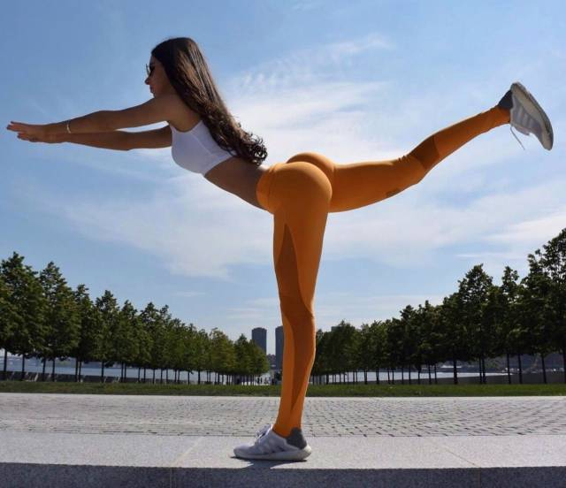 Strong Sporty Girls Show That Fitness Is Sexy (54 pics)