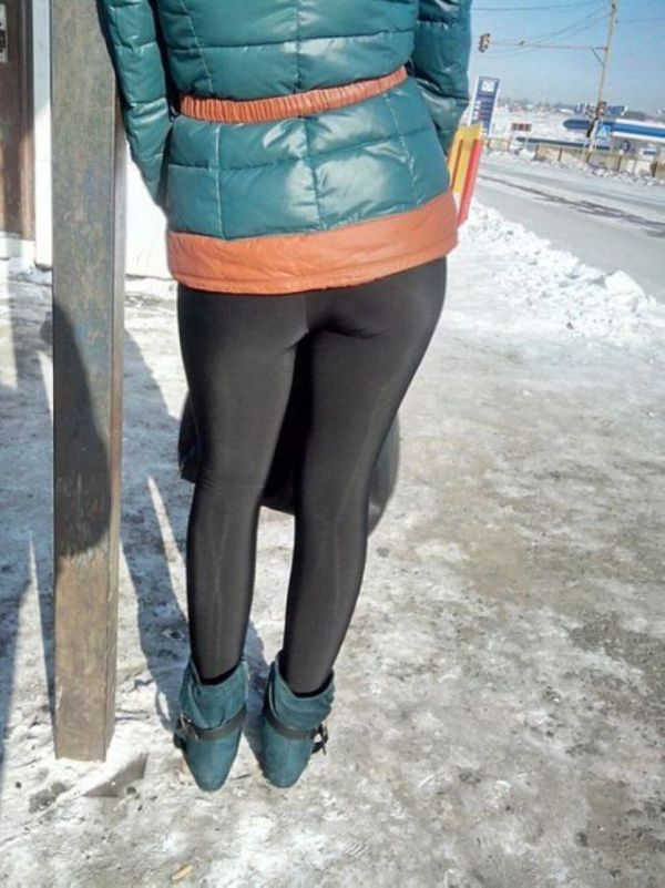 Girls In Leggings Keep Winter Hot (16 pics)