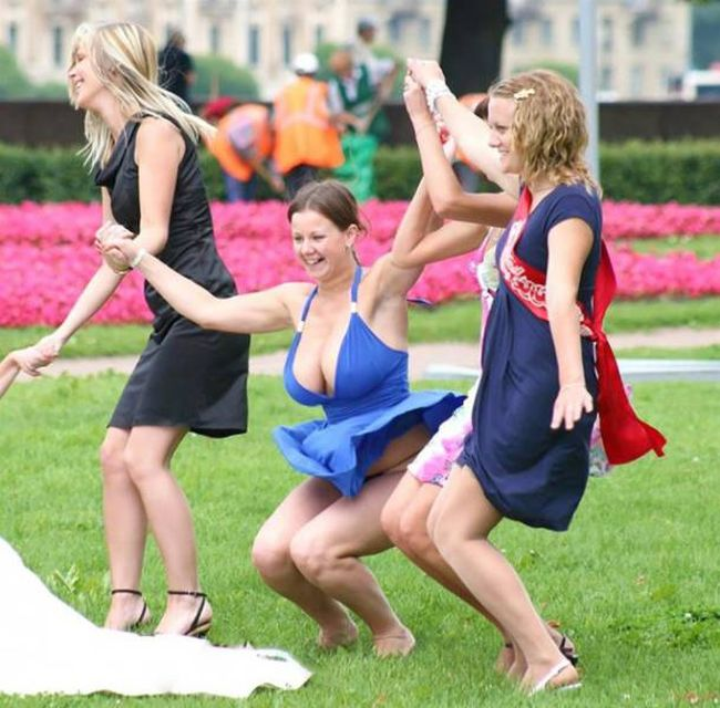 Bridesmaid Steals The Show With Her Sexy Dress (9 pics)