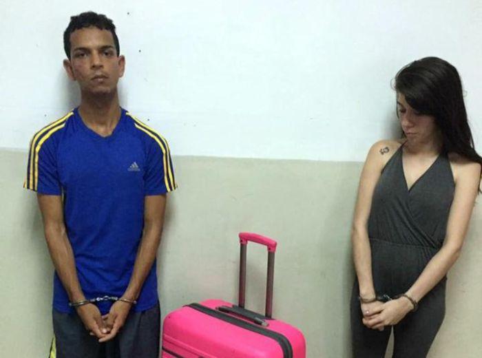 Desperate Woman Tries To Sneak Her Boyfriend Out Of Prison (2 pics)