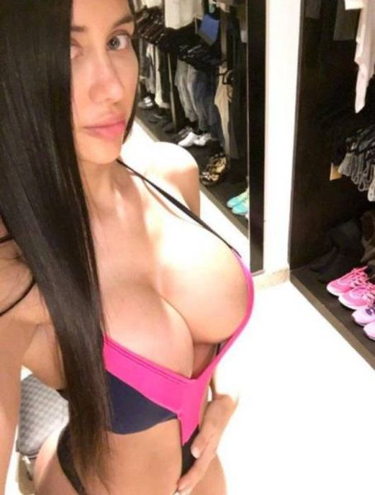 Beautiful Busty Ladies Are A Mouthwatering Sight (52 pics)