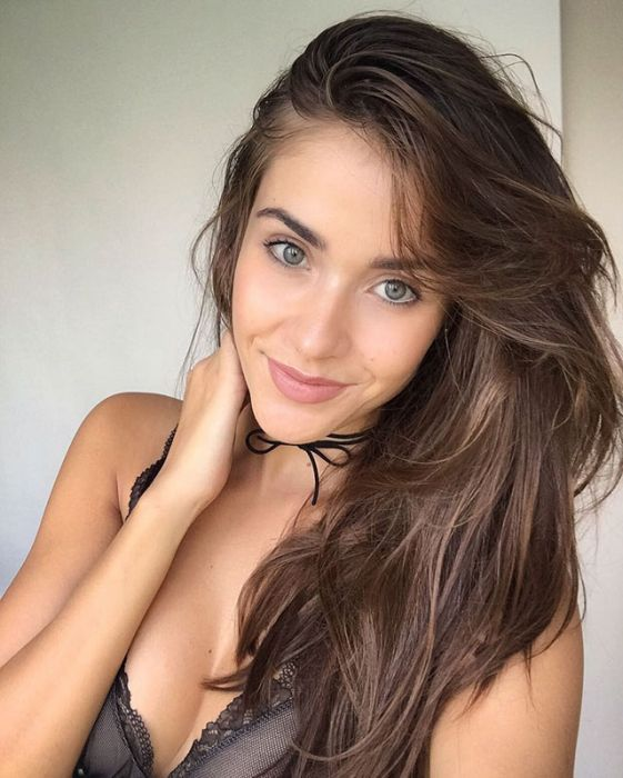 Pretty Girls That Are Extremely Easy On The Eyes (20 pics)