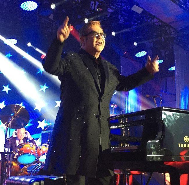 Russian Billionaire Hires Sir Elton John And Mariah Carey For A Wedding (12 pics)