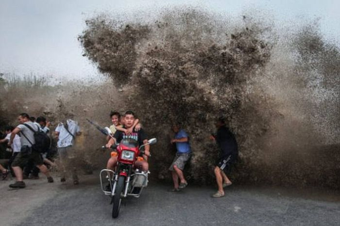 Why China's Roads Are Some Of The Most Dangerous In The World (25 pics)