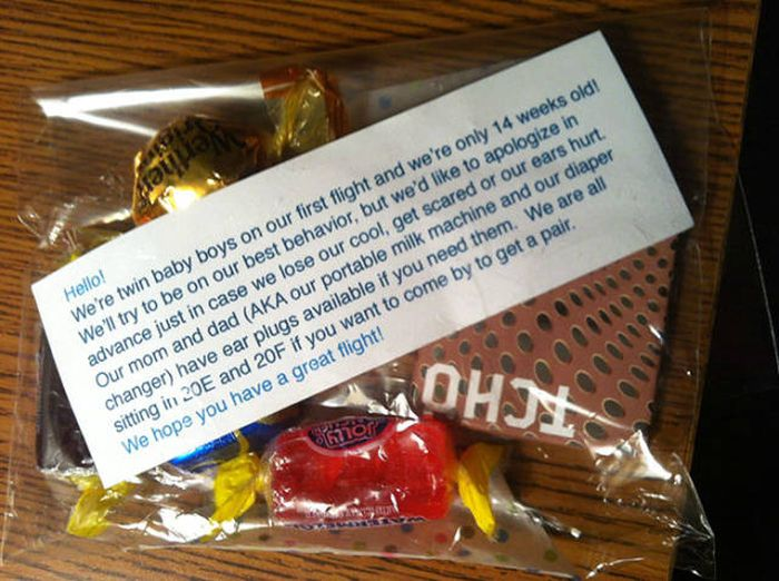 Parents Are Handing Out Goodie Bags When They Fly With Kids (7 pics)