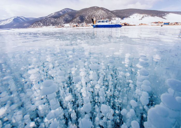 Breathtaking Photos From Frozen Lake Baikal (21 pics)