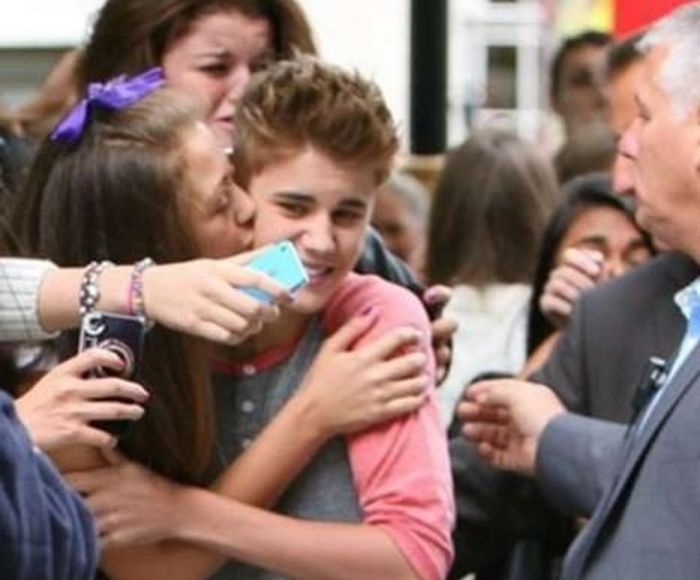 Cringeworthy Photos Of Fans With Celebrities (27 pics)