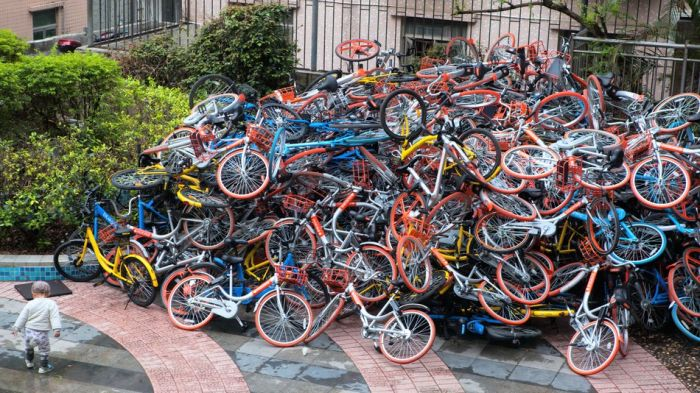 The Shared Bike Situation In China Has Turned Chaotic (4 pics)
