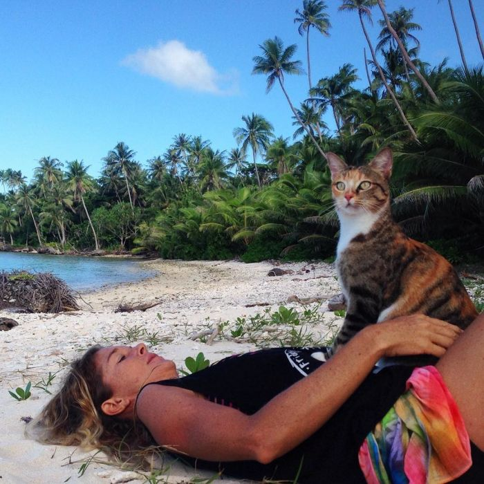 Lucky Cat Gets To Travel The World In A Boat (10 pics)
