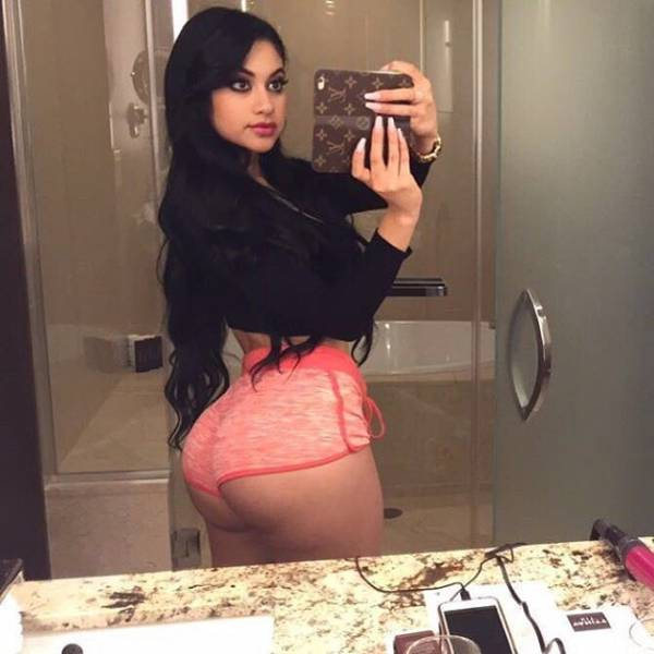 Good Looking Butts Are Always A Crowd Pleaser (36 pics)