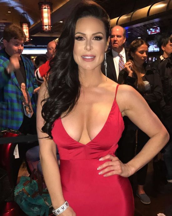Porn Stars Walk The Red Carpet At The AVN Awards (20 pics)