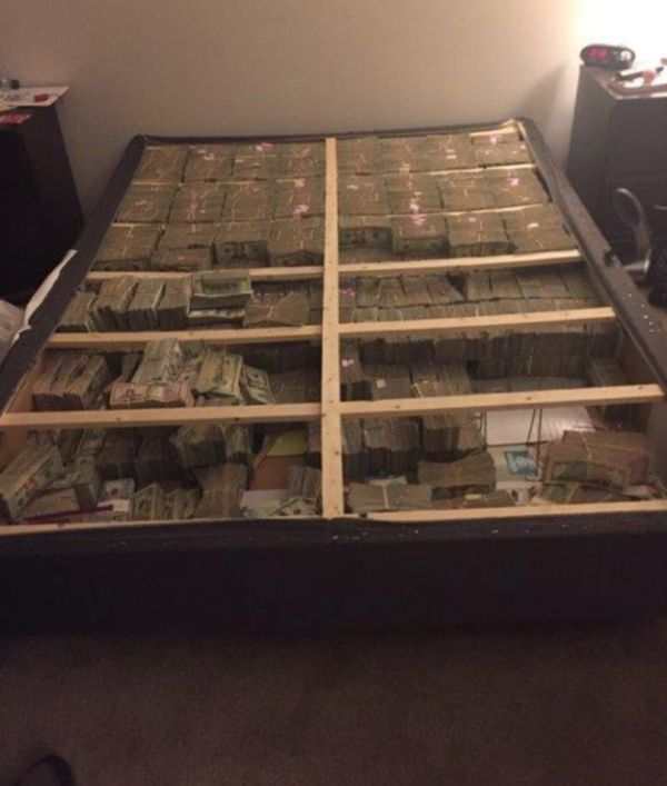What $20 Million In Cash Actually Looks Like (2 pics)