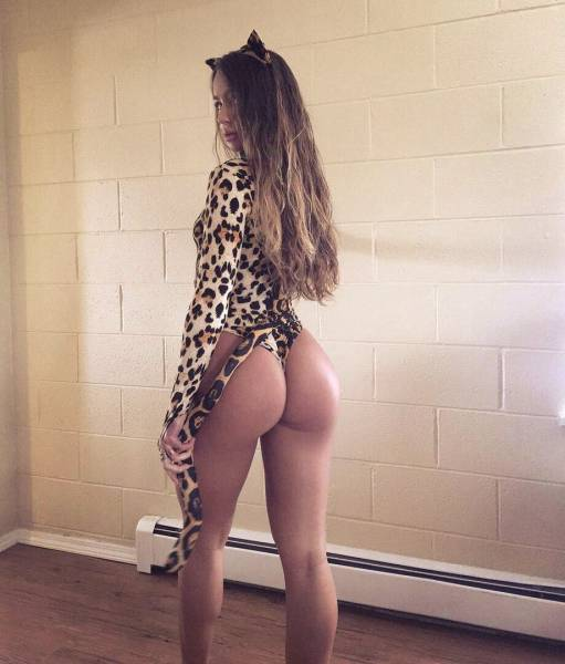 Girls Who Rock Great Butts Are Easy To Love (63 pics)