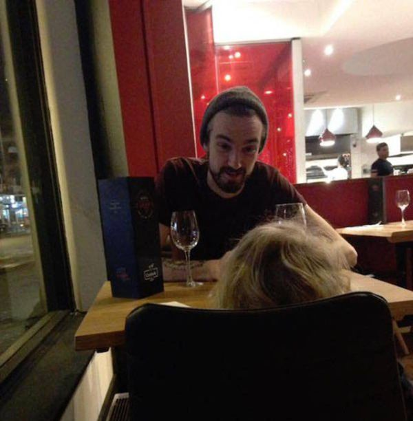 Superhero Waiter Helps Out A Mom In Need (8 pics)