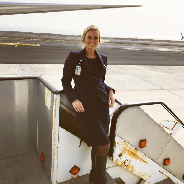 You'll Never Come Home If You Fly With This Gorgeous Woman (36 pics)