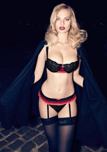 Girls In Sexy Lingerie That Will Put A Great Big Smile On Your Face (57 pics)