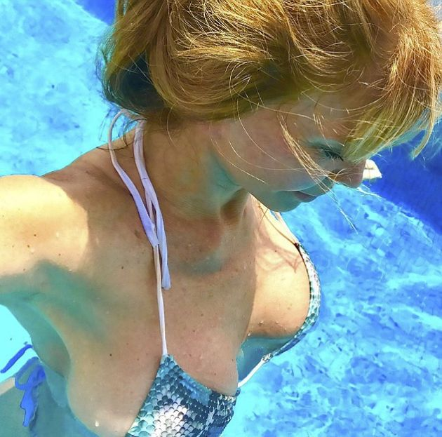 This 64 Year Old Woman's Hot Pictures Are Burning Up The Internet (6 pics)