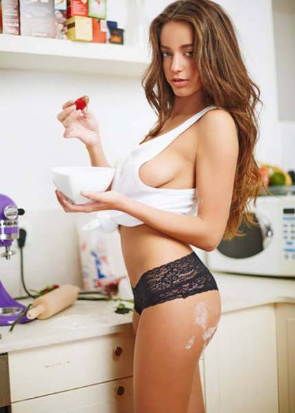 Sexy Girls Turn Up The Heat And Get Kinky In The Kitchen (51 pics)