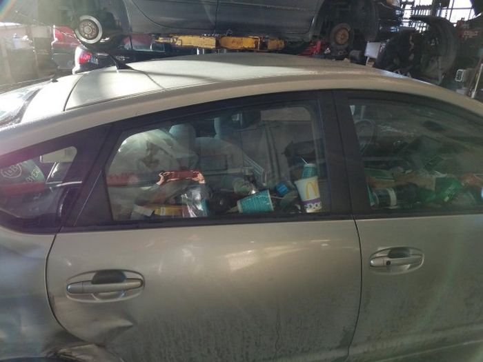 You're Going To Gag When You See This Dirty Car (5 pics)