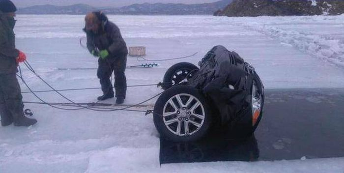 When Ice Fishing Goes Horribly Wrong (2 pics)