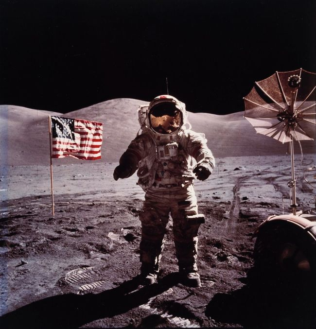 Breathtaking Shots Of American Astronauts On The Moon (9 pics)