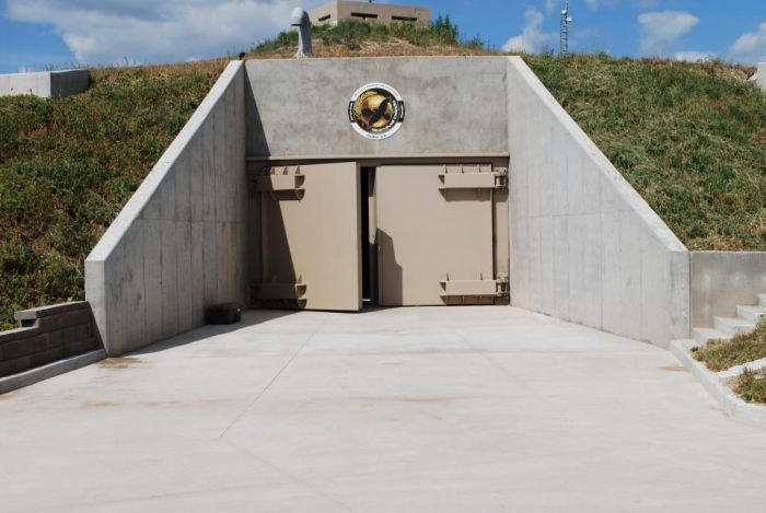These Doomsday Bunkers Were Built Specifically For Millionaires (12 pics)