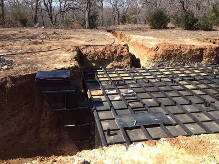 People Are Building Bunkers Because They're Afraid Of Donald Trump (20 pics)