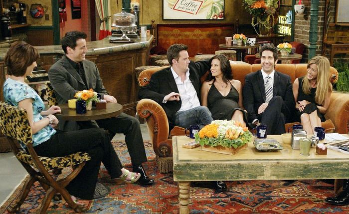 The Cast Of Friends In 1994, 2004 And 2016 (3 pics)