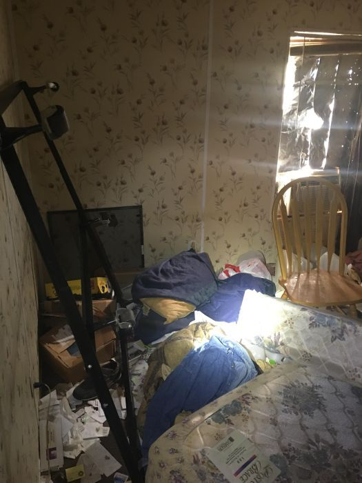 Disturbing Photos Show The Inside Of A Meth House (27 pics)