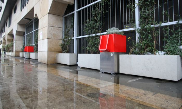 Paris Finds A Great Solution To Public Peeing (4 pics)