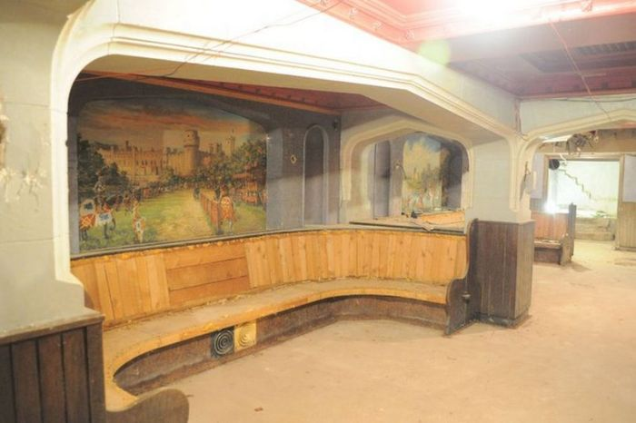 Amazing Hidden Pub Discovered Underneath A Shopping Center (11 pics)