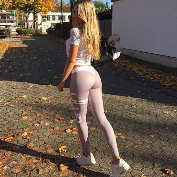 Gorgeous Girls In Yoga Pants That Will Make Your Mouth Water (54 pics)