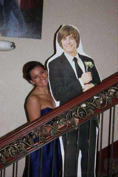 What To Do When You Can't Find A Date To The Prom (28 pics)