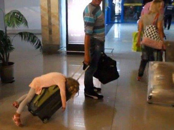 Sometimes Really Strange Things Happen At Airports (44 pics)