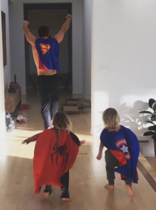 Proof That Chris Hemsworth Is An Awesome Dad (3 pics)