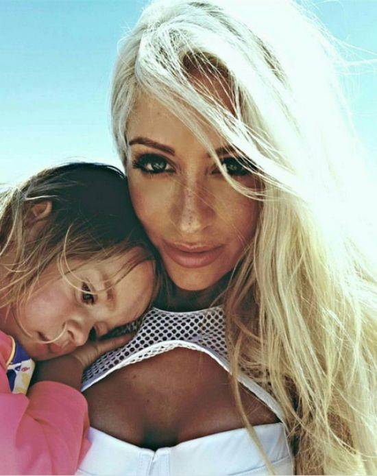 Hot Mother Of Five Says There's No Excuse For Excess Weight After Pregnancy (12 pics)
