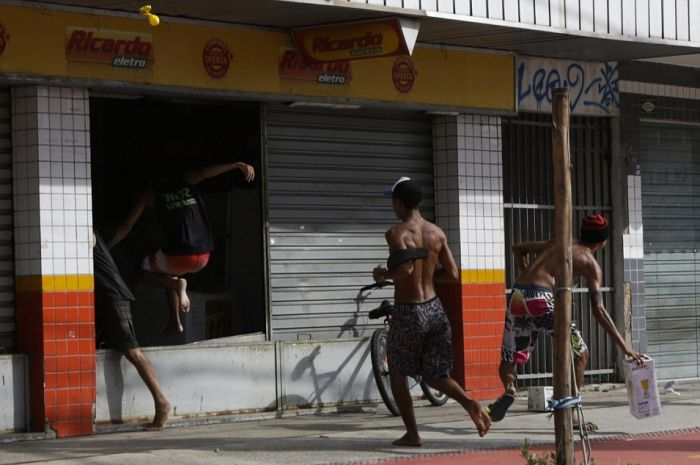 Violence Erupts In The Streets Of Brazil (13 pics)