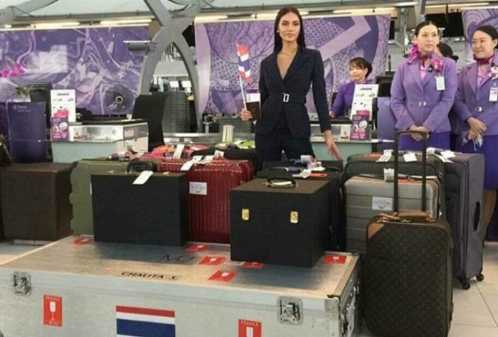 Airport Girls Are The Best Reason To Fly (14 pics)