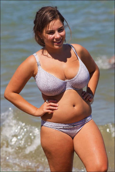 Thick Girls Who Are Too Hot To Handle (37 pics)