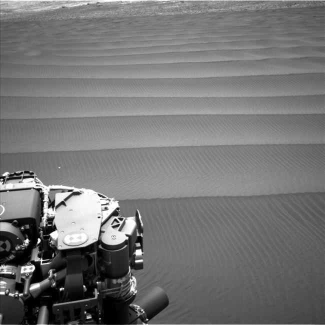 Curiosity Sends Stunning Pictures Of Martian Sand Dunes (7 pics)
