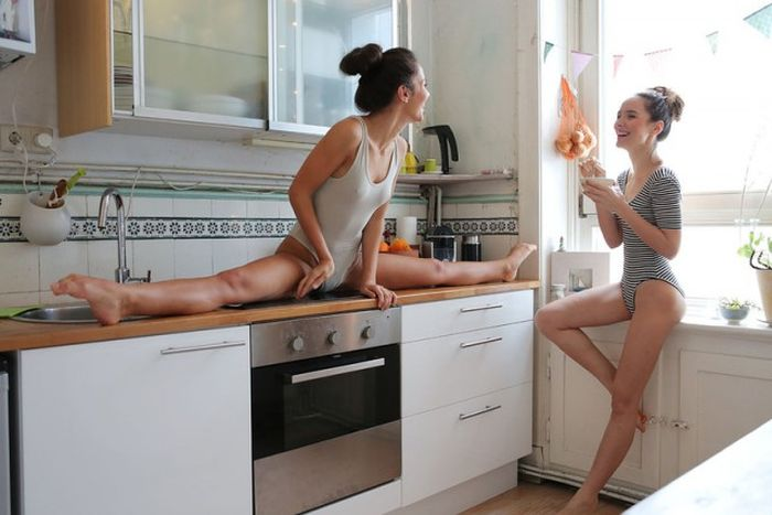 Dancing Twins Heat Up The Kitchen (30 pics)