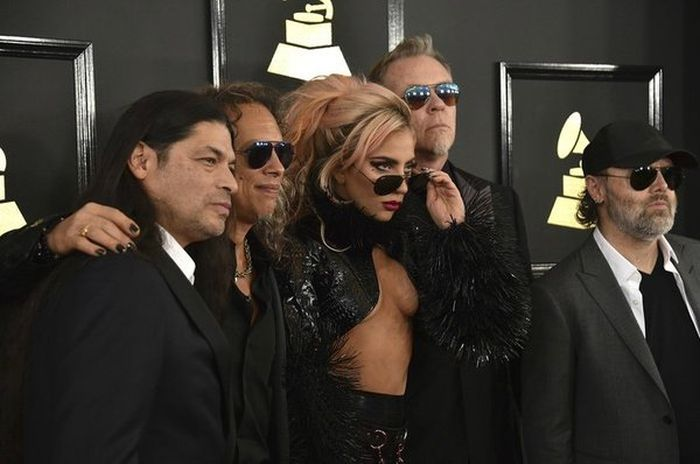 Lady Gaga Turns Heads With A Very Revealing Outfit At The Grammys (5 pics)