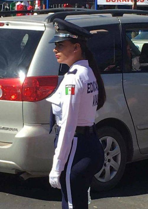 This Gorgeous Mexican Policewoman Could Engage In Some Hot Pursuits (8 pics)