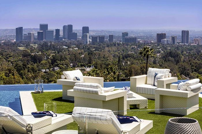 It's Time To Take A Look At The Most Expensive House In The United States (14 pics)