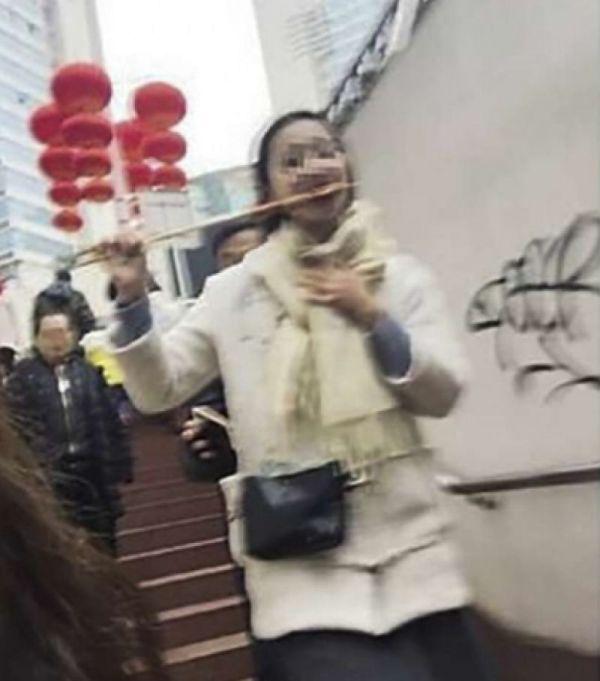 Pickpocket Gets Caught On Camera (2 pics)